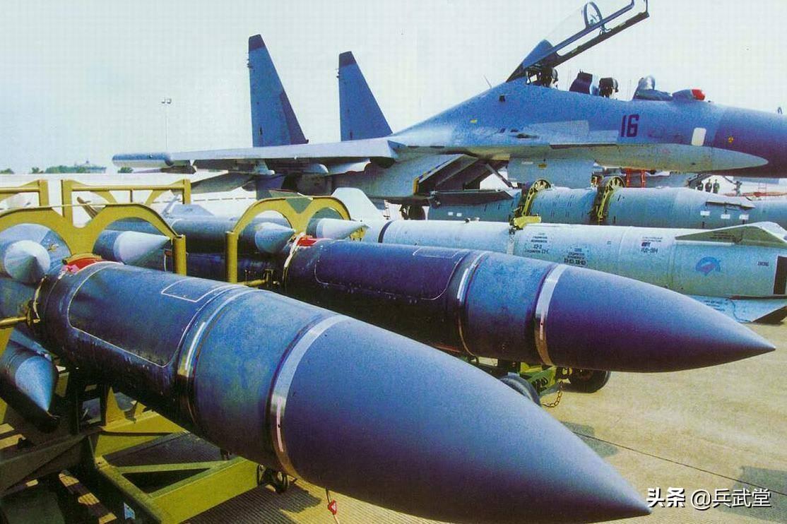 阿塞拜疆战场进展,无人机攻击军营指挥部,亚方还有4种武器没用