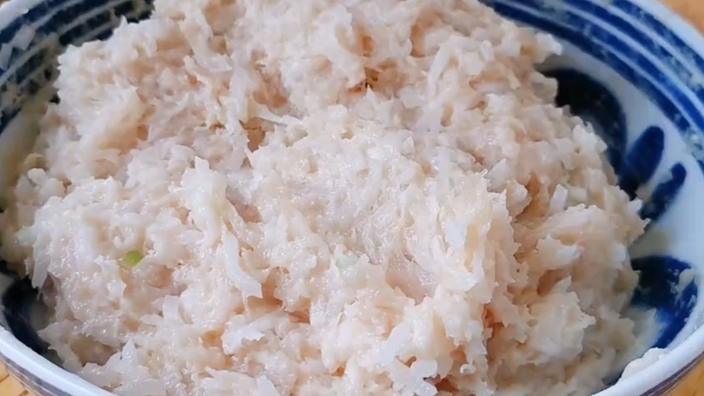 萝卜丸子最好吃做法,不加一滴水,外酥里嫩营养美味,上桌就光盘