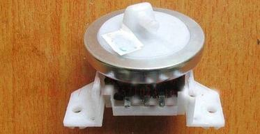 洗衣机水位传感器图片(水位传感器坏了的表现)