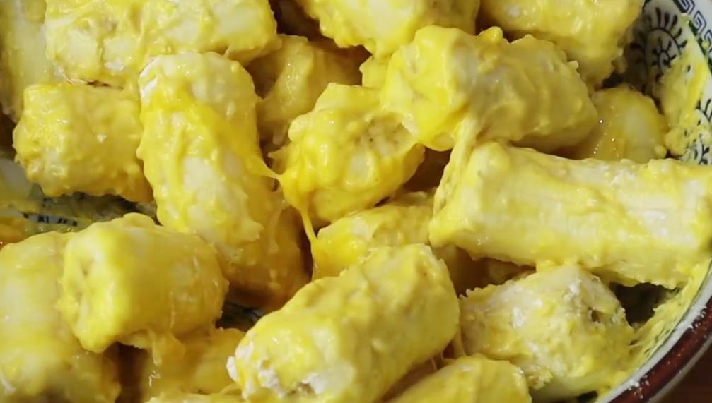 香蕉裡淋2雞蛋,簡單一做,軟糯香甜,孩子特愛吃,一次2斤不夠