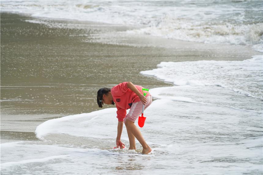 中国适合养老的2个地方,景美物价低,一个面朝大海一个满眼绿色