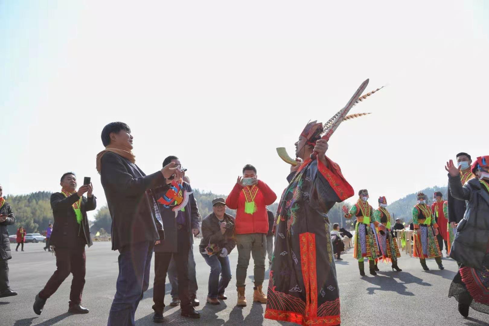 """""""元旦艳阳天,让人嗨得晕"""" —— 雪峰山旅游新年首个小长假游人玩得好爽"""