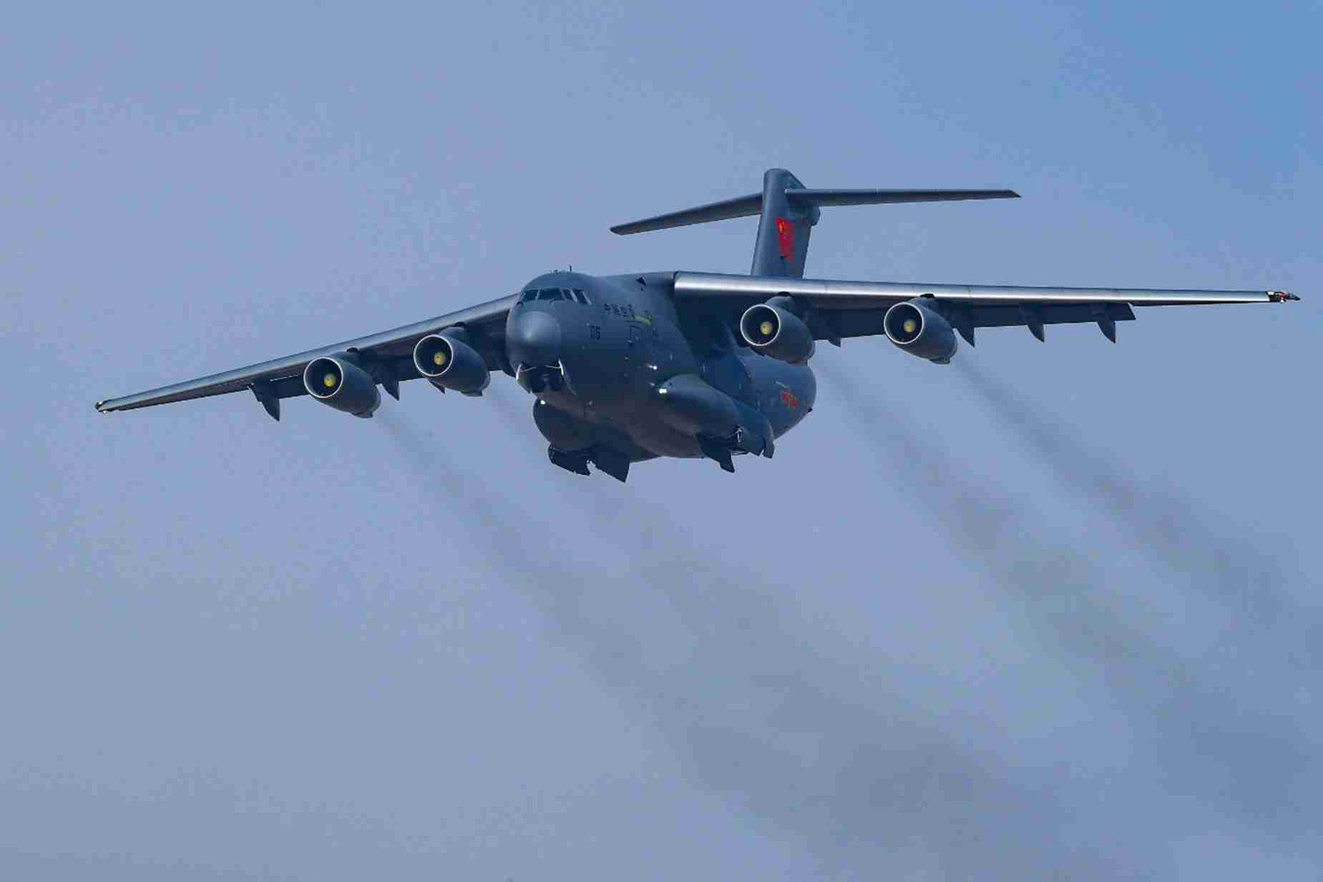 敏感时刻,中国突然调派16架军机出巡南海,或为警告美不许来搅局