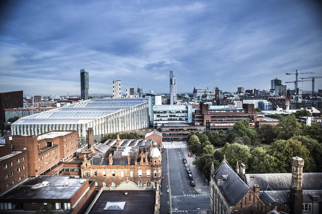 新冠病毒在英国曼彻斯特大都会大学中扩散,学生纷纷被隔离