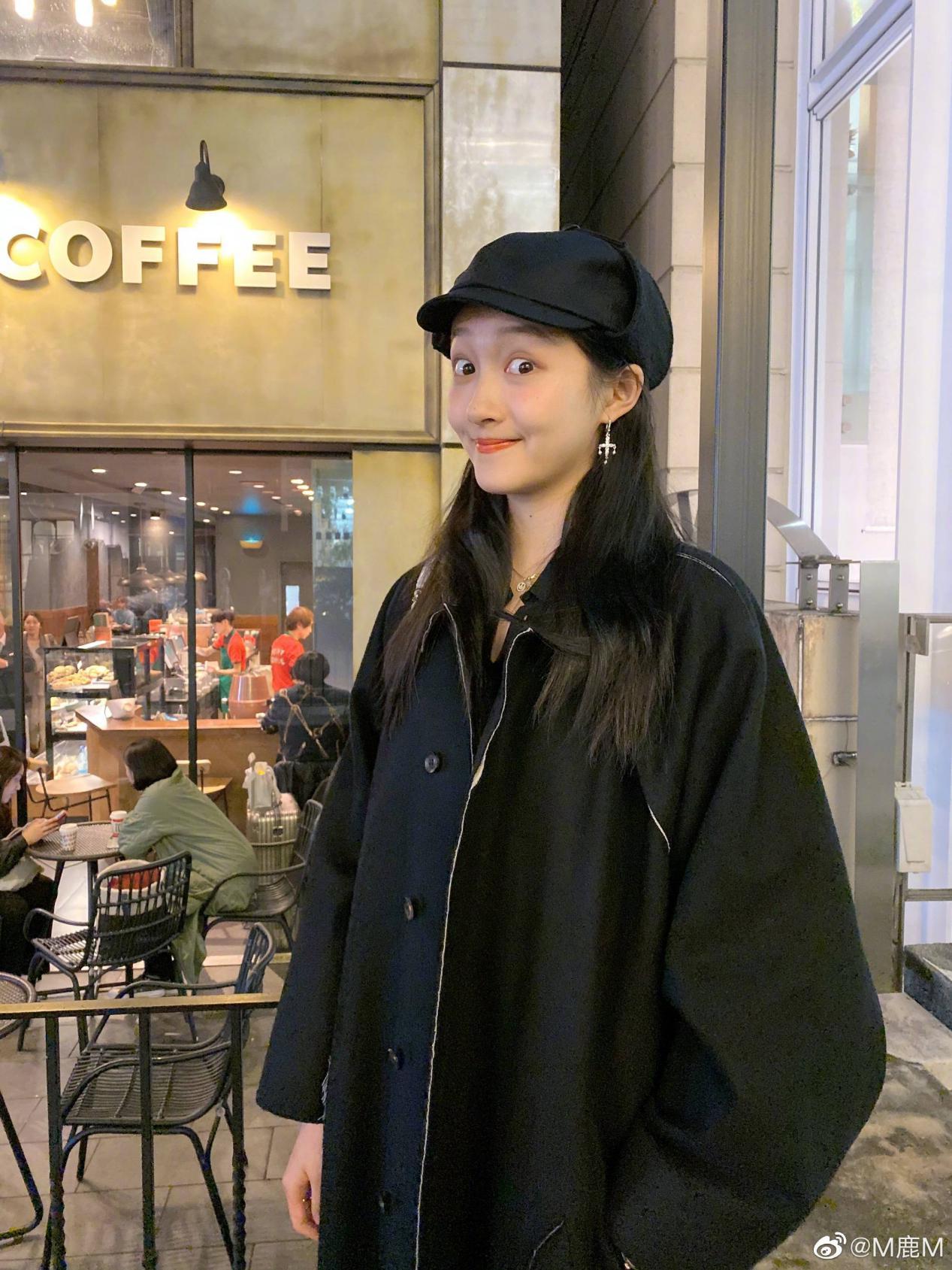 鹿晗凌晨发生日祝福,关晓彤却穿黑色丝袜在蹦迪?被嘲舞姿太尴尬