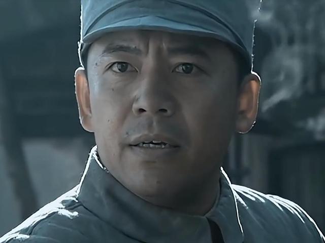 《亮剑》中的赵政委,不仅跟苏大强是同学,而且还是巩俐红颜知己