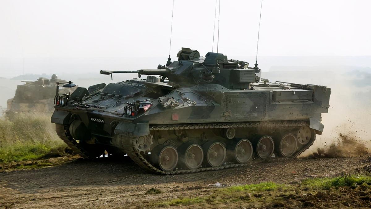 军费削减10亿英镑!陆军只剩7万人,英国军队战斗力大规模缩水