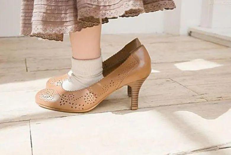 """宝宝喜欢穿大人鞋,别一笑而过,这4个""""敏感期"""",影响宝宝智力"""