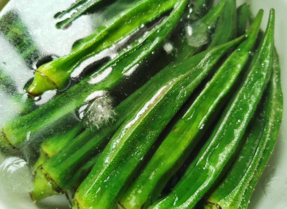 秋天当然要吃凉拌秋葵,好吃又简单 美食做法 第5张