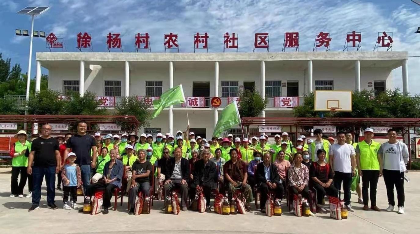 公益环保爱心志愿者为西安市临潼区徐杨区孤寡老人送上米面油