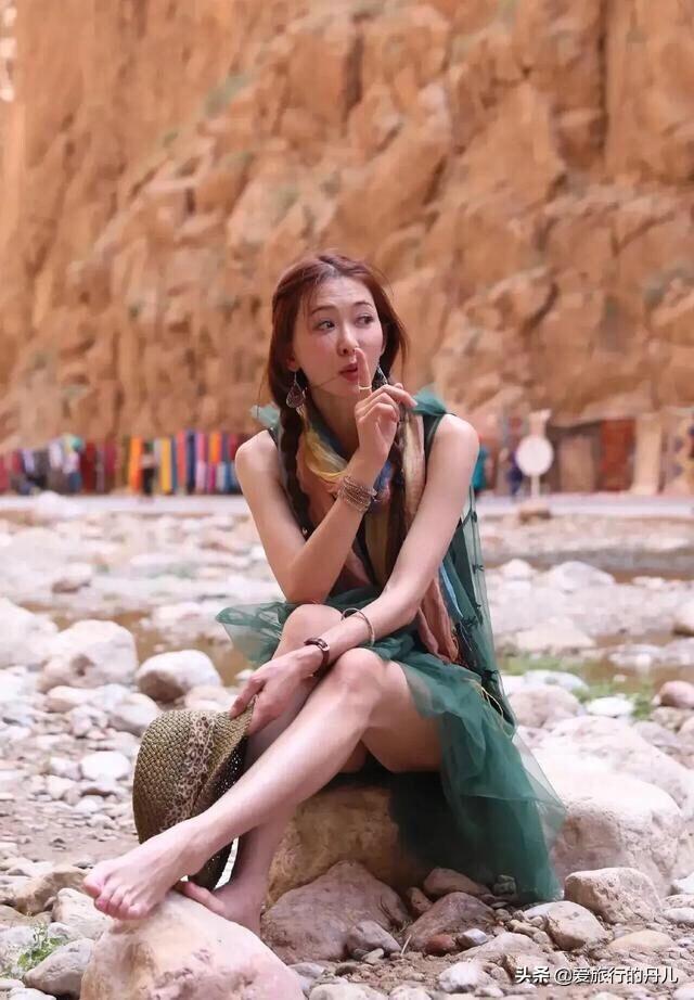 林志玲太有文艺范了!一袭绿色吊带裙,小清新十足