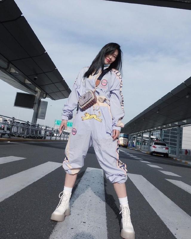王霏霏好时髦,穿卫衣混搭五分裤走机场,才华和衣品都没得说