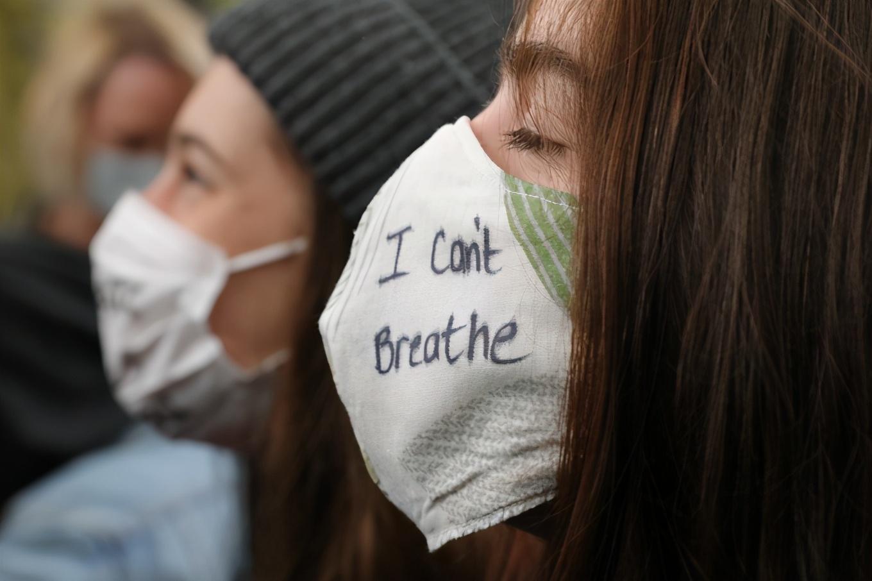 """美国少数族裔""""无法呼吸""""之困"""