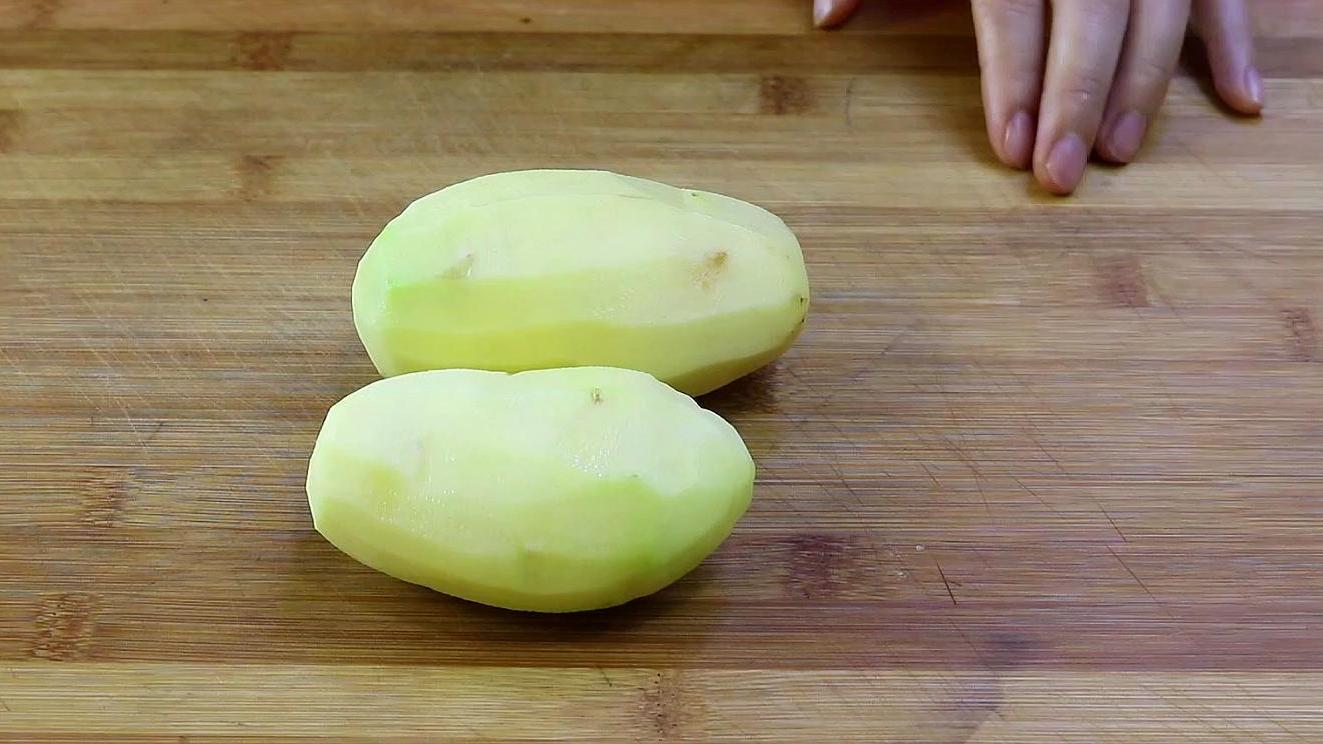炒土豆丝,到底要不要焯水,大厨教你正确做法,又脆又好吃