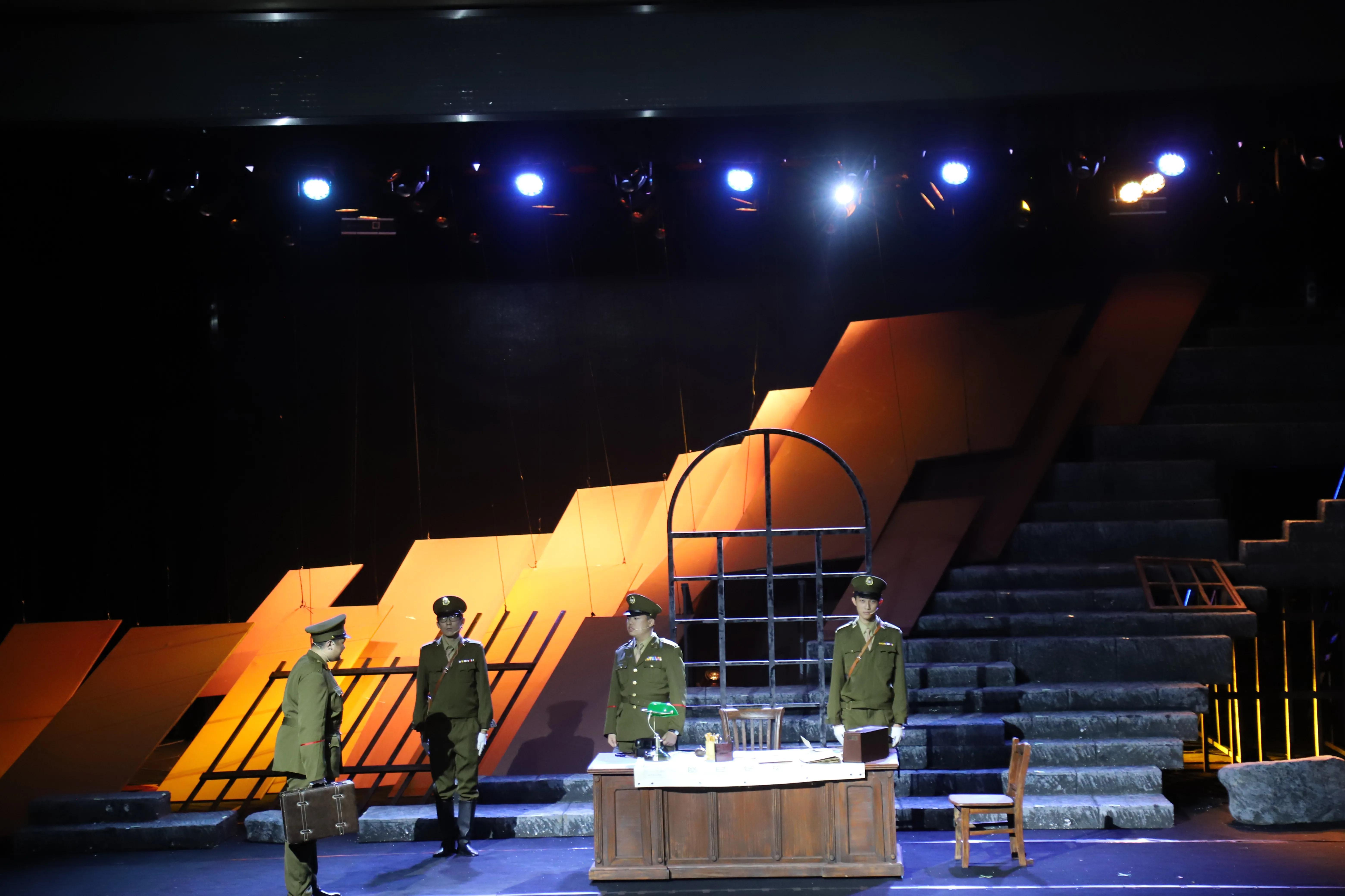 演绎革命历史 重温红色经典 首师大附属苹果园中学学生演绎红色经典戏剧