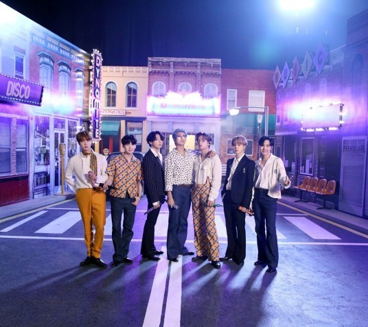 BTS美国演唱会?受邀参与著名办公室演出,因疫情只得改为线上