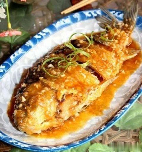 糖醋鲤鱼是其中很抢眼的一道! 鲁菜菜谱 第7张