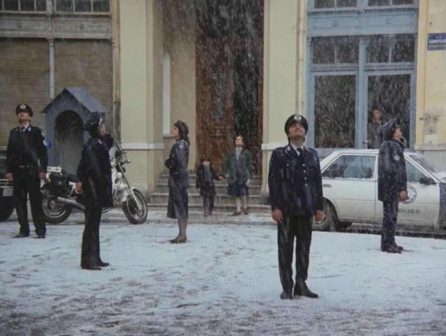 豆瓣8.9分,希腊电影《雾中风景》给你不一样的儿童公路片