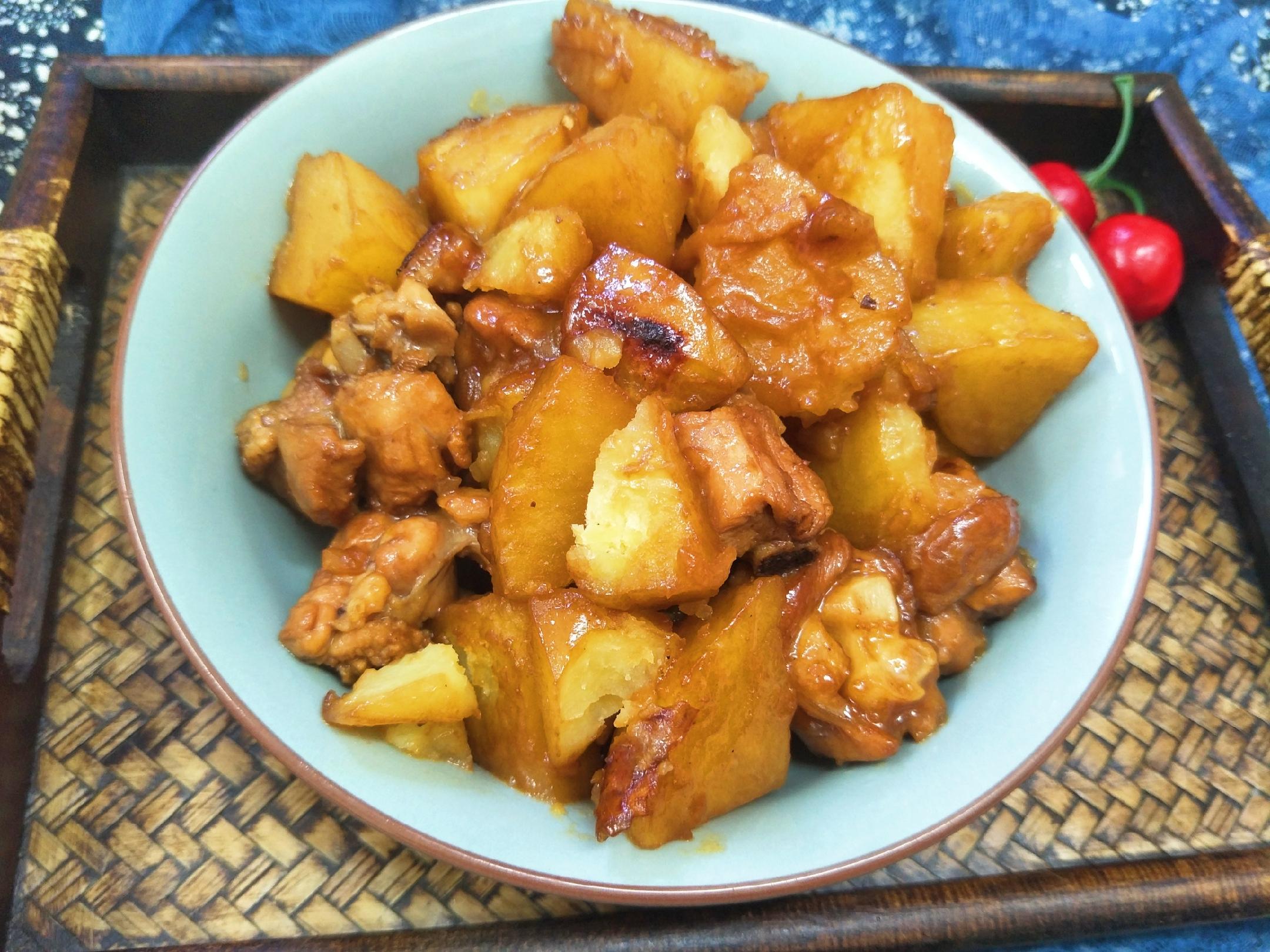 """土豆炖鸡时,放""""2味3料"""",出锅土豆绵软,鸡肉入味嫩香 美食做法 第1张"""