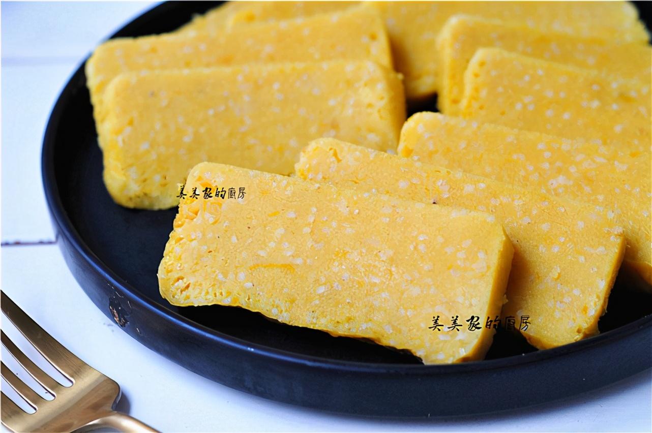 南瓜加一把小米,上鍋一蒸,清爽柔軟,香甜爽口,當早餐最開胃