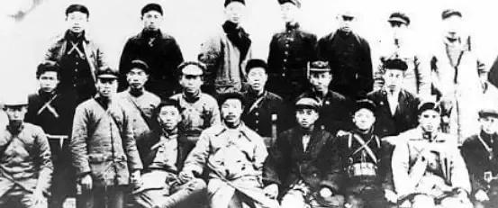"""1982年,重慶發現一具""""腳鐐遺骸"""",竟是消失了48年的紅軍師長"""
