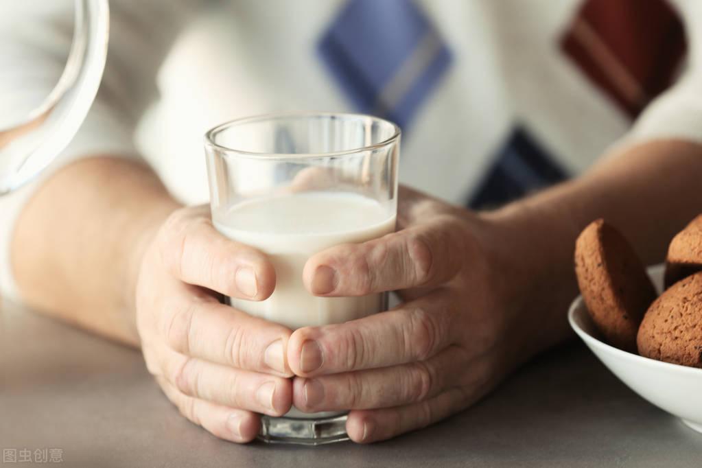 醋会腐蚀骨骼?晚年的骨骼健康与幸福,从坚持这3件事开始