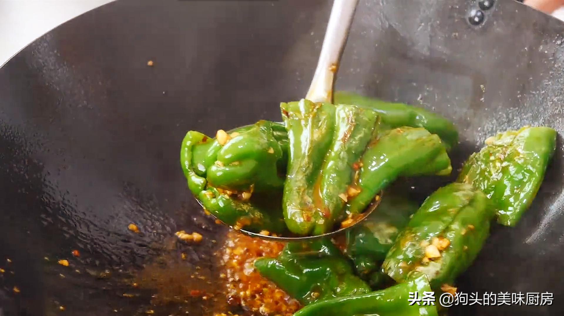 下饭神器虎皮青椒,学会这样做,好吃不油腻,一盘不够吃,真过瘾 美食做法 第12张