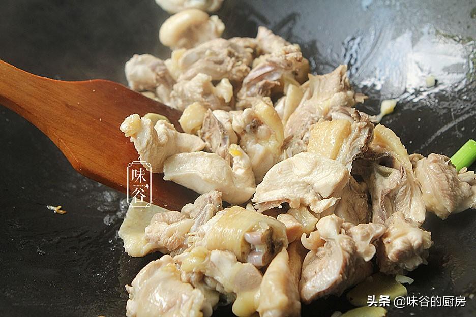 鸡肉这样做才真叫香,不放一滴水,鲜嫩味美,出锅汁都吃不剩