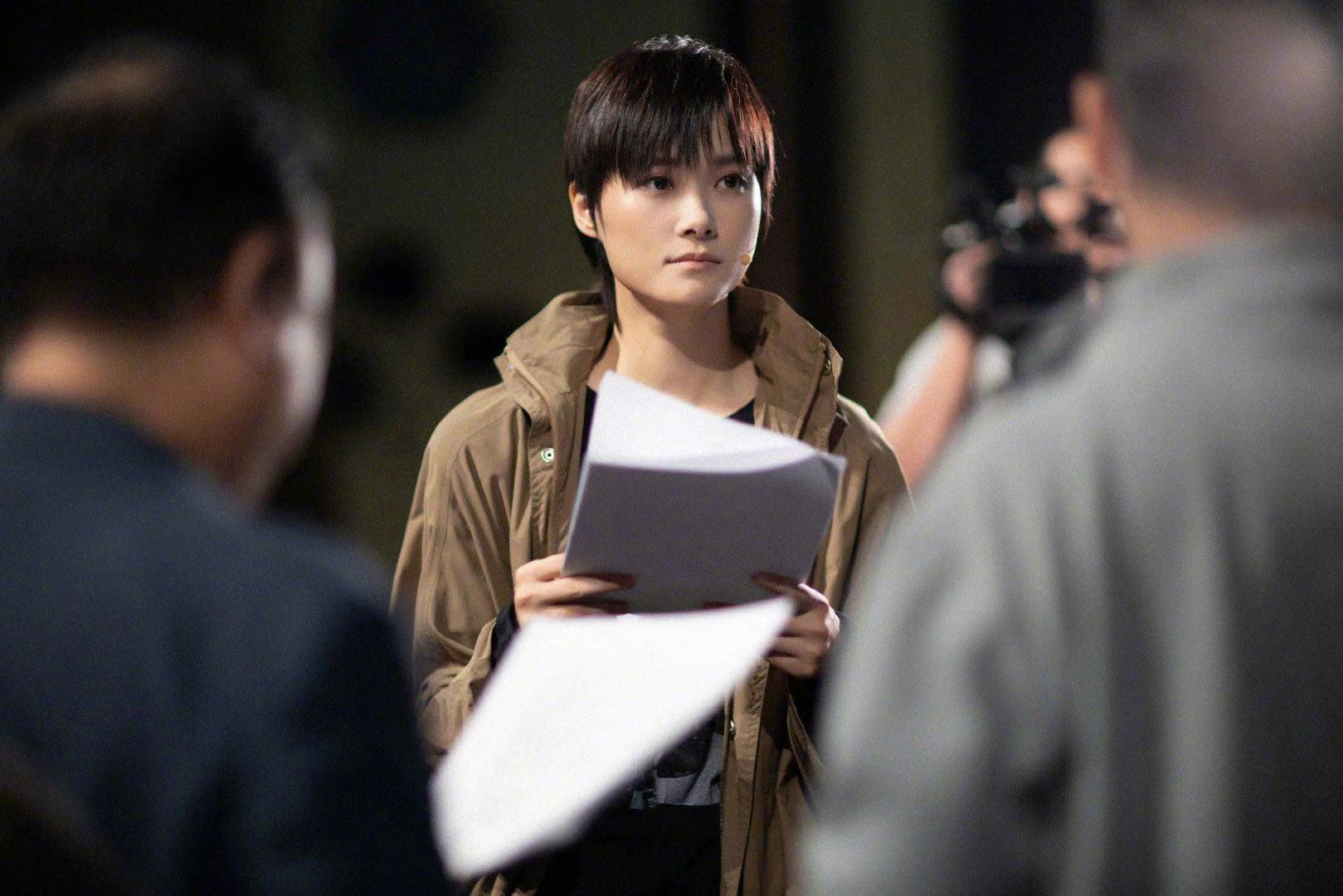 李宇春排练剧本深夜未眠,眼神杀演技炸裂,让人忘记原来她是歌手