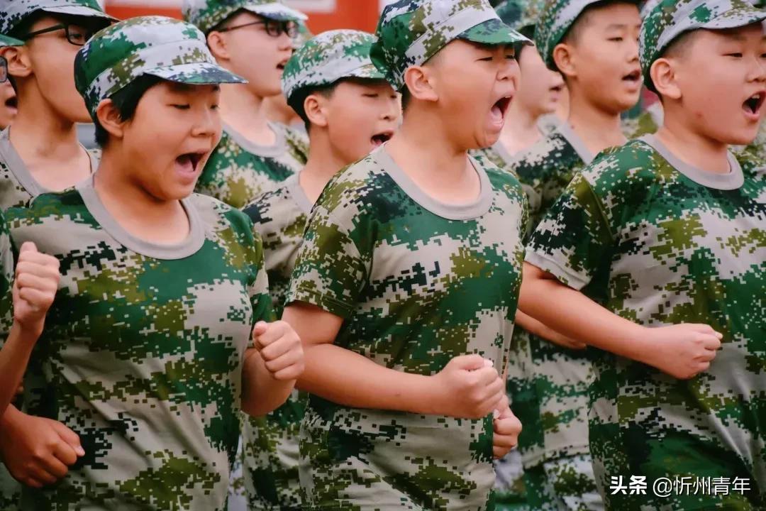向阳而立 向美而行——北方中学初一军训会操暨开学典礼