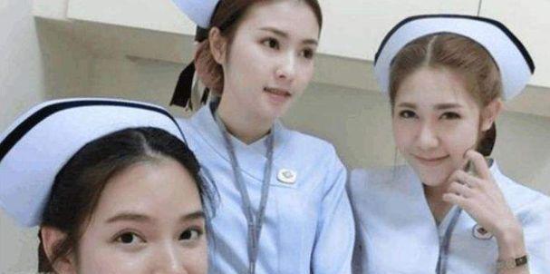 面对男病人的隐私部位,女护士会怎么处理?