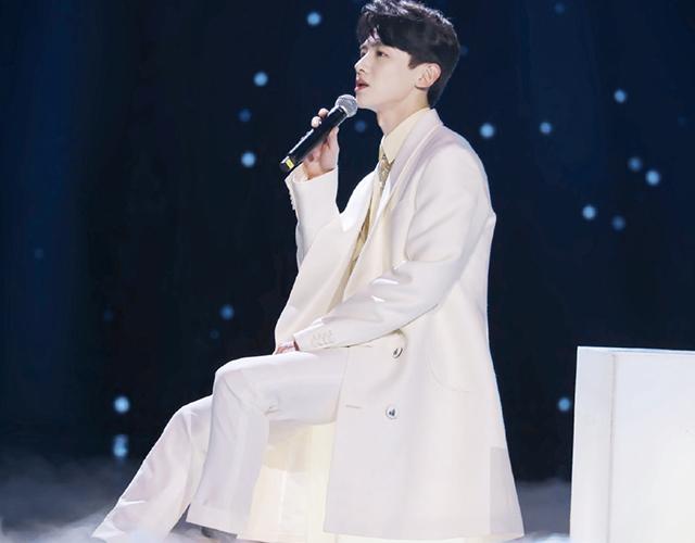 谭松韵白敬亭合体演绎歌曲,一个帅呆了,一个甜腻了,歌声还好听