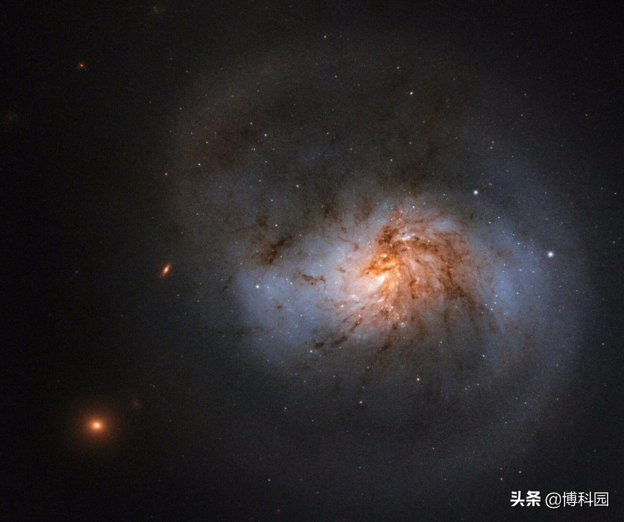 哈勃再出新照,捕捉到一个奇特星系,美丽程度丝毫不逊色