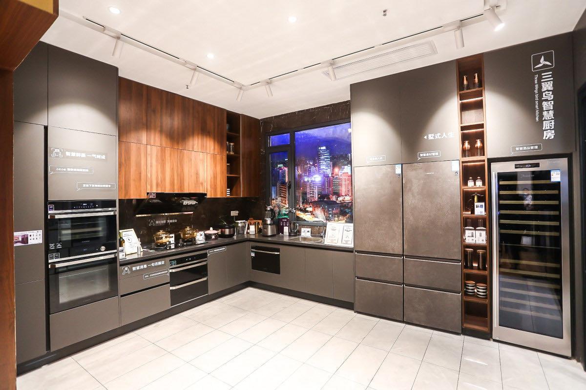 把智慧电器摆进厨房就是智慧厨房?看完三翼鸟就知道错在哪