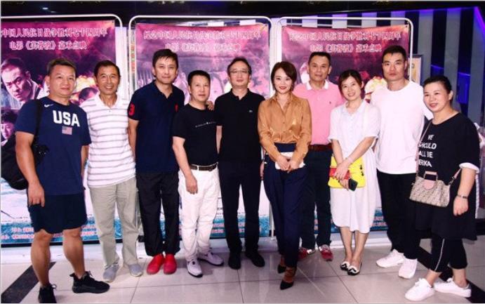 《芙蓉渡》昨天在嘉禾举行点映,李君峰饰演铁匠,王嘉出演芙蓉姐