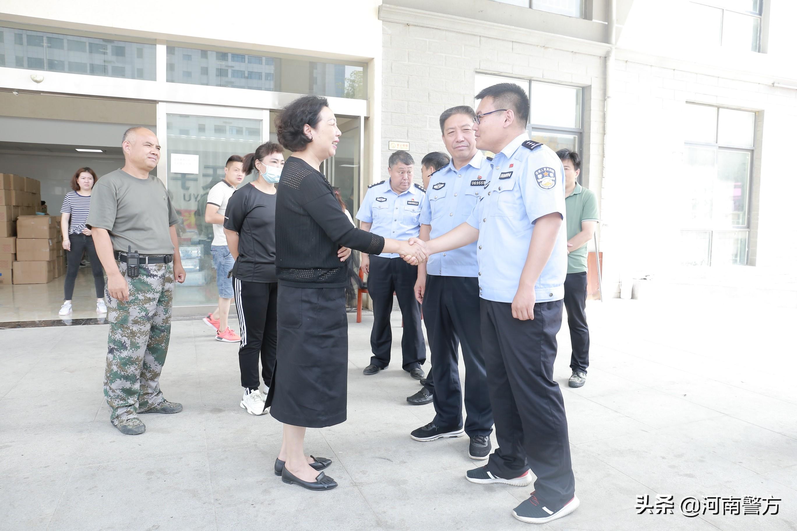 省公安厅携手爱心企业40万斤爱心大米支援西华人民