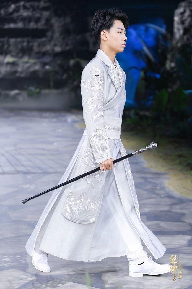SS22中国国际时装周 盖娅传说・熊英「乾坤・方仪」齐显霆参秀