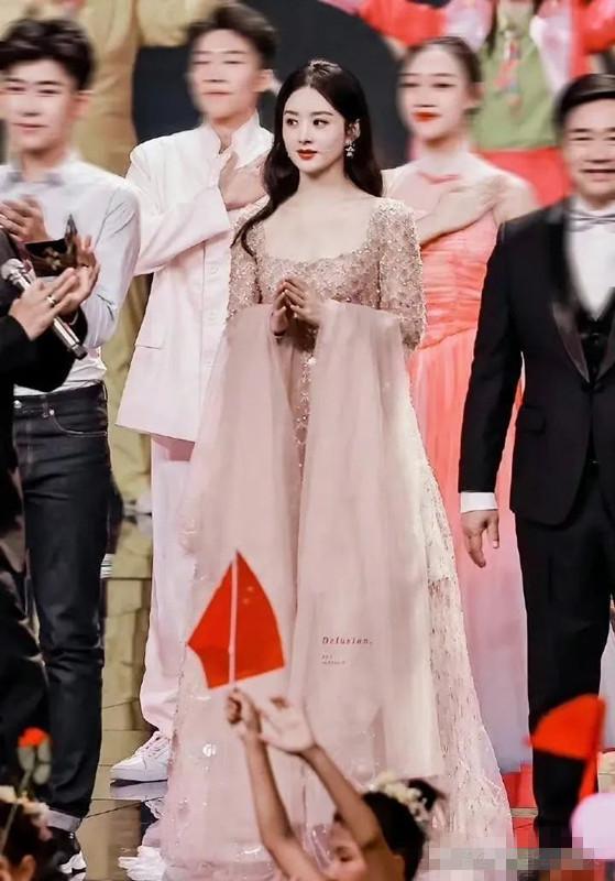 中秋晚会10位女星盛装出席,感觉李宇春又截胡了