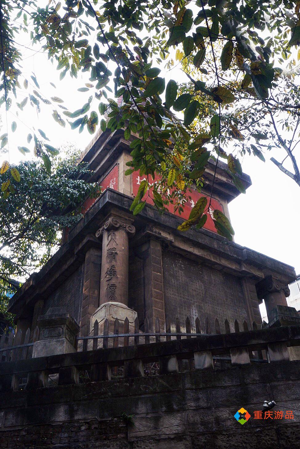 """魅力渝中:菩提金刚塔下的""""扫地僧"""",如这座佛塔一般的平静"""