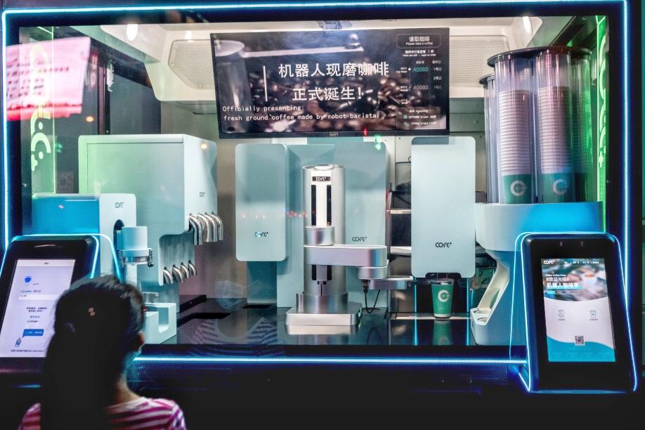 机器人咖啡亮相上海创博会,引领未来创意新生活