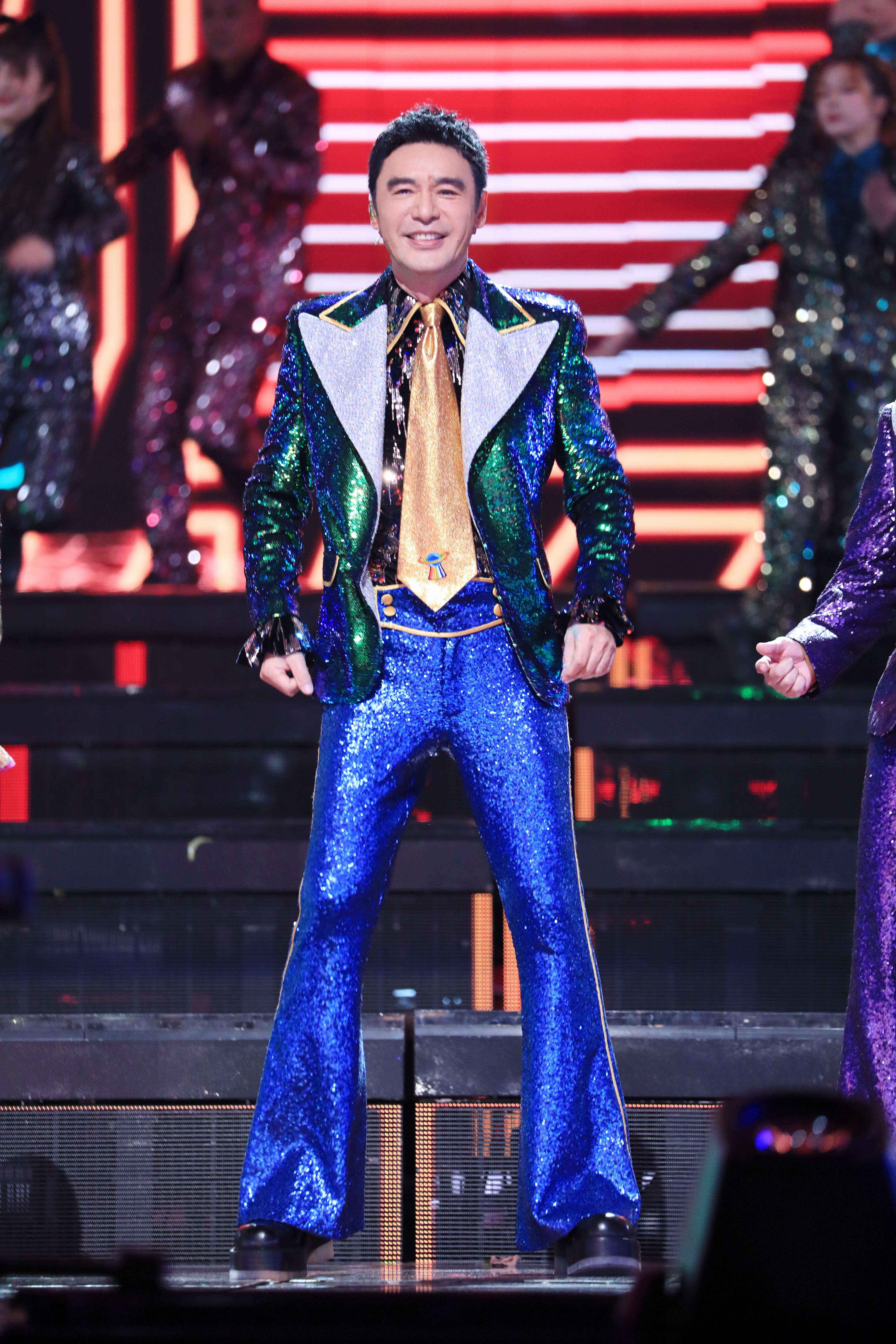 双11晚会钟镇涛再跳disco重温港风经典网友期待阿B哥周深的合作舞台