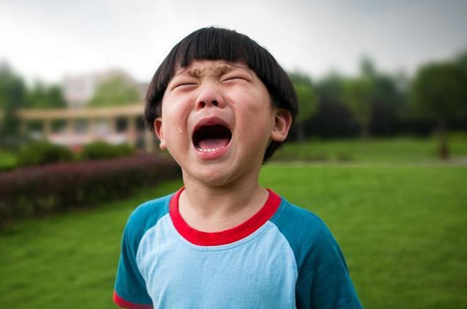 """""""儿子被人掀裙子了!""""男孩穿裙子上学引争议,一天的经历太真实"""