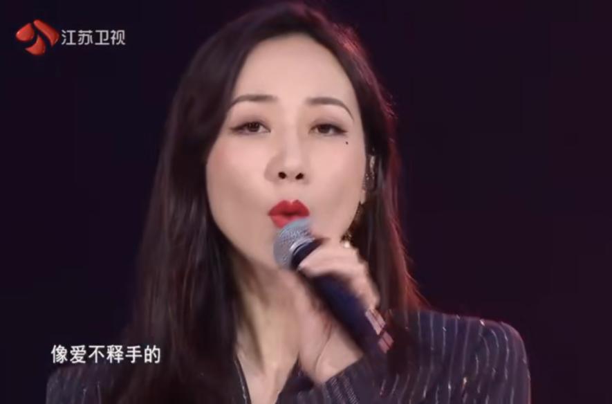 刘敏涛和韩雪万茜同台,表情管理失控的原因是什么?