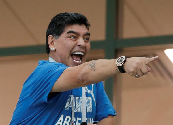 曾创造上帝之手阿根廷球王马拉多纳逝世
