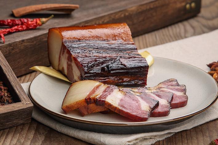 炒腊肉最忌直接下锅炒,炒前记得多做2步,腊肉又香又嫩不肥腻 美食做法 第7张