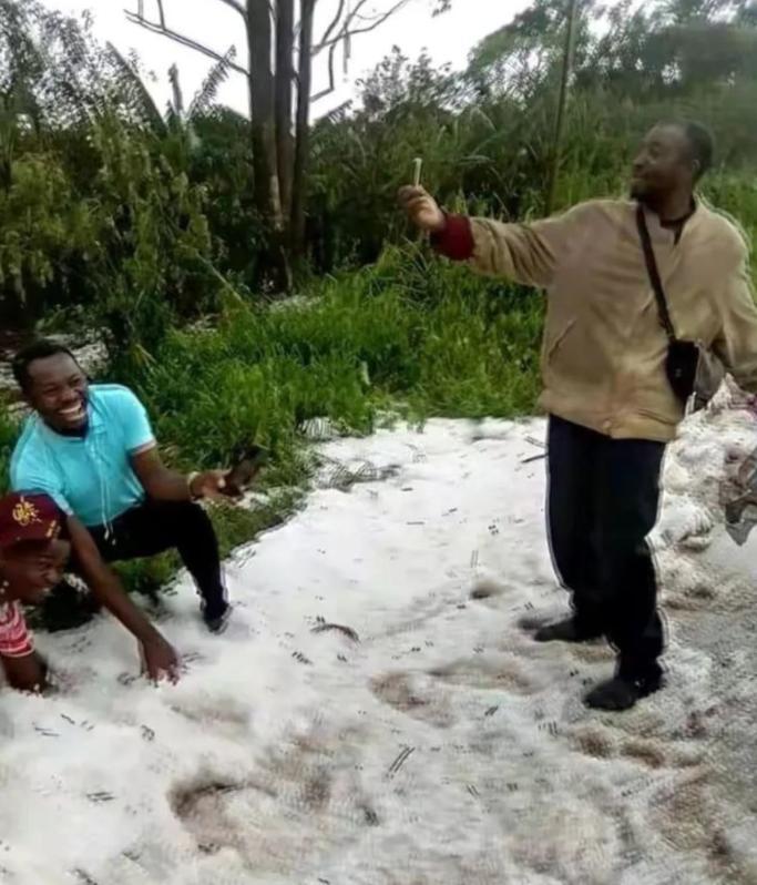 赤道附近的喀麦隆下雪了!人类正处在大冰期中,全球变暖错了?