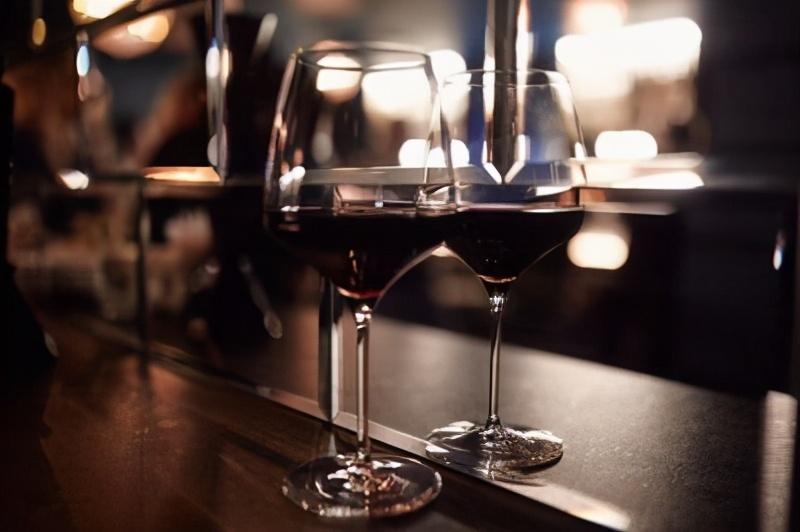 酒问|为什么喝红酒一定要用高脚杯