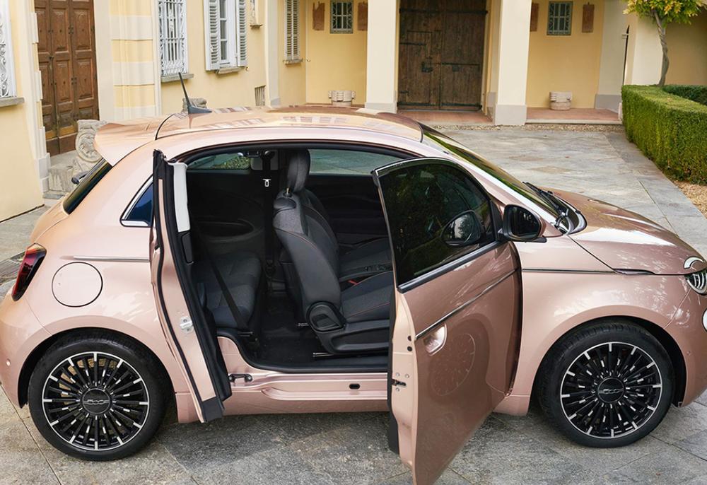 女司机新选择,菲亚特小车比甲壳虫还帅!精致对开门