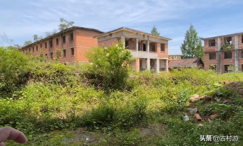 陕西深山的军工厂,生产空空导弹,上千亩建筑成废墟,让人震撼