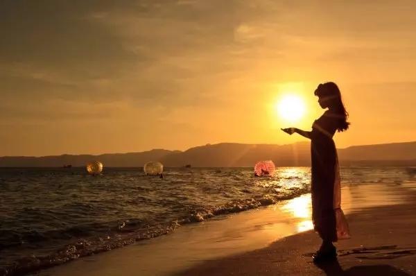炎炎夏日和大海來場邂逅,送你一份海邊拍照攻略,拍出海邊女神照